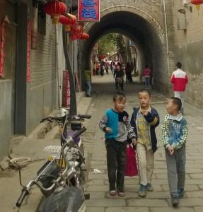 Kinder in China: Wäre die Geburtenrate ohne Zwang auch gesunken?